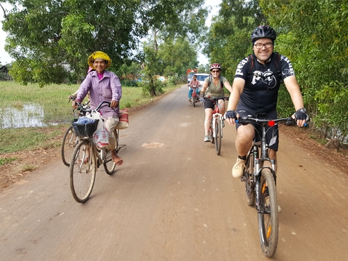 Saigon to Siem Reap Cycle via Ha Tien 13 Days